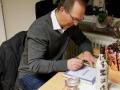 Krister Cedergrens signerar böcker 12 mars